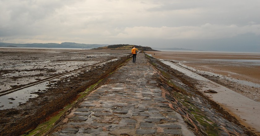Walkway to Cramond | © meaduva / Flickr