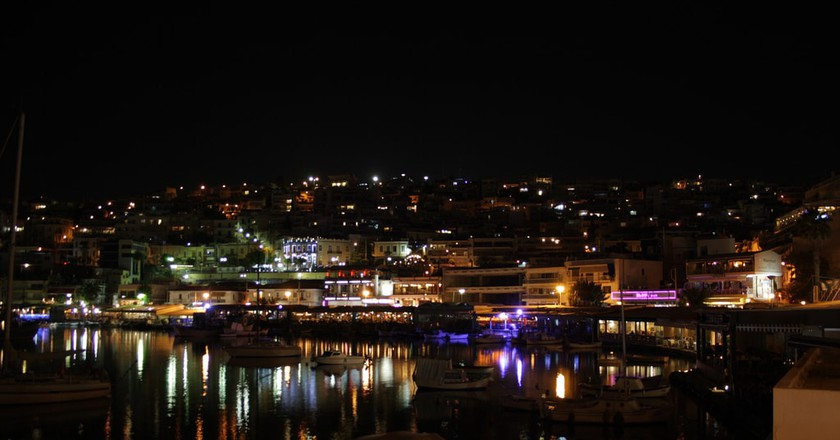View of Kastella hill from Mikrolimano by night   © Jorge Cancela / Flickr