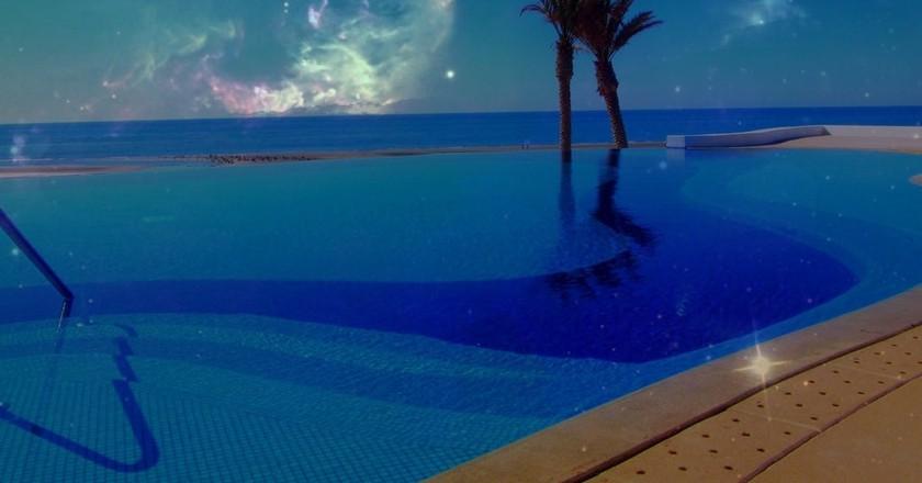 Pool overlooking the beach in Puerto Peñasco   © Ken Bosma / Flickr