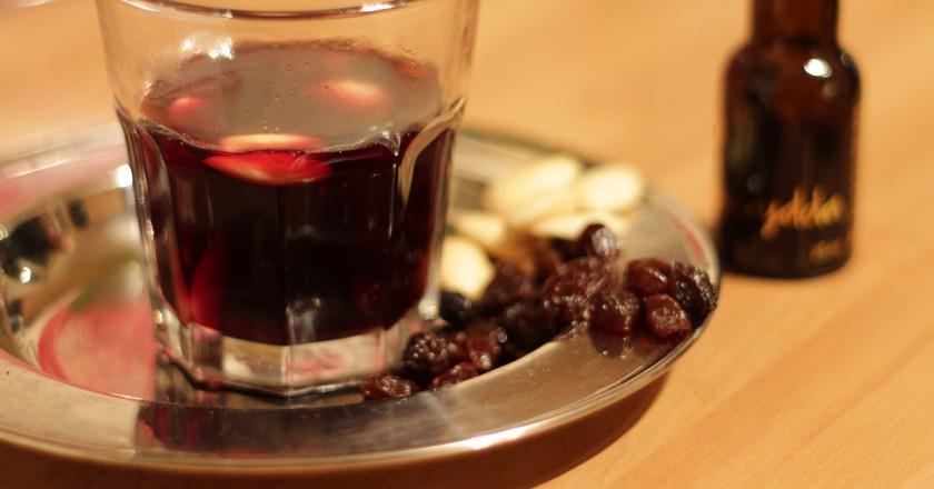 A glass of Glögg | © Lemsipmatt / Flickr