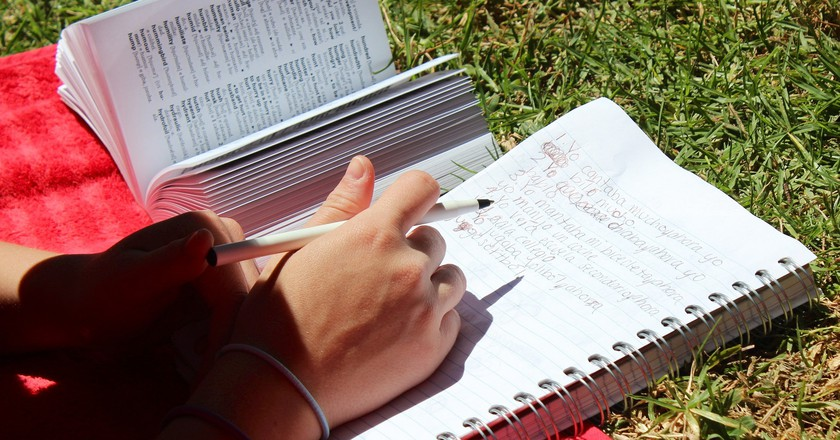 Studying Spanish in the sun | © Leaflanguages/Flickr