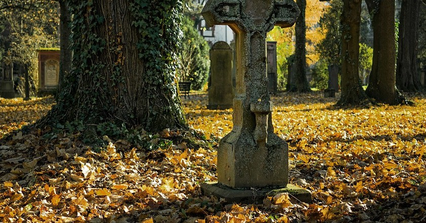 A cemetery in autumn   ©Pexels / Pixabay