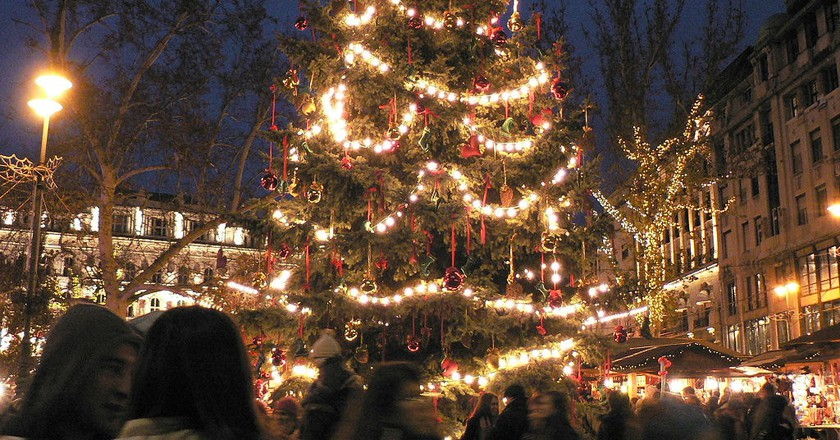 How to Celebrate Christmas in Hungary Like a Local