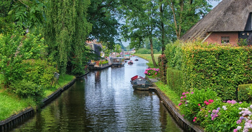 One of Giethoorn's picturesque canals | © pixabay