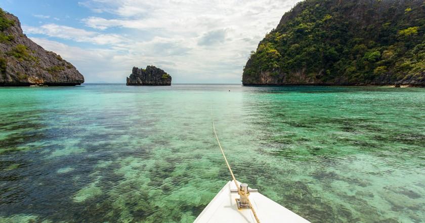 Sailing around Horseshoe Island in Myanmar's Mergui Archipelago   © Tawatchaiwanasri / Shutterstock