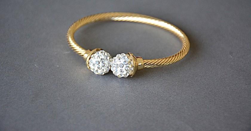 Gold Bracelet   © MianShahzadRaza / Pixabay