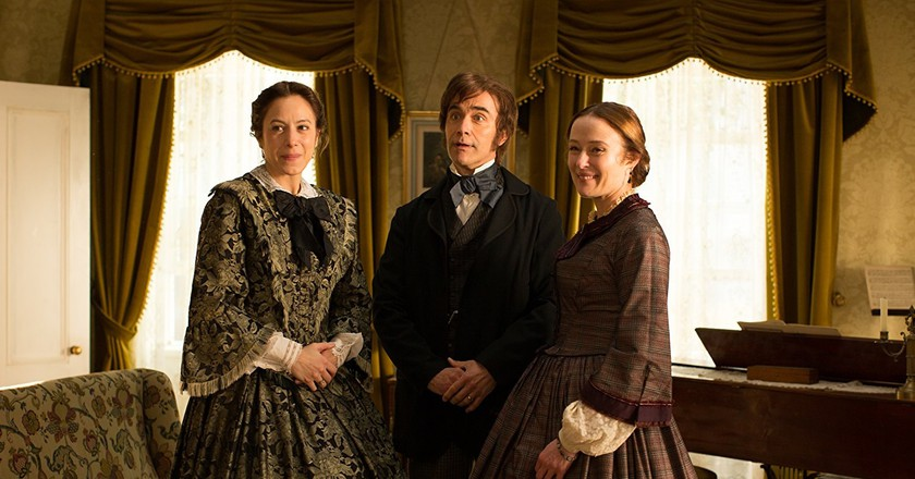 Jodhi May (left) and Jennifer Ehle with Duncan Duff in 'A Quiet Passion' | © Music Box Films