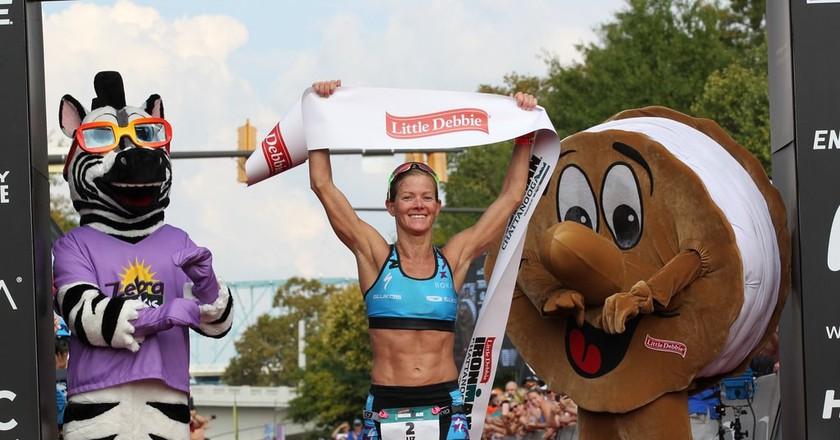 Liz Lyles holding the banner at IRONMAN Chattanooga | © FinisherPix.com