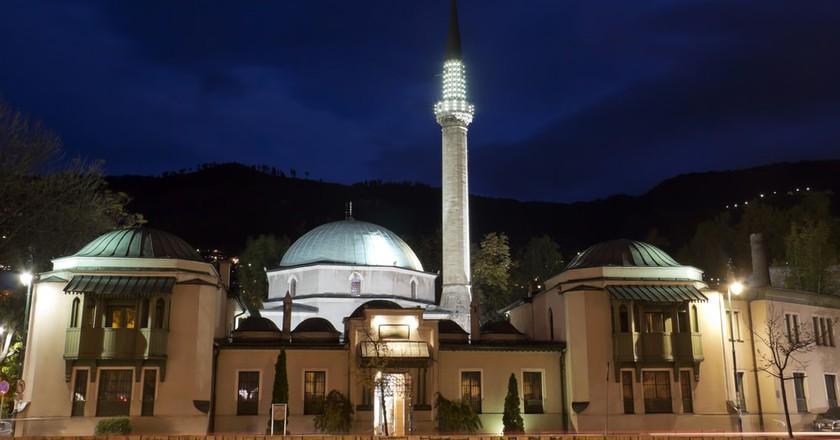 Emperor's Mosque at night | © M DOGAN Shutterstock