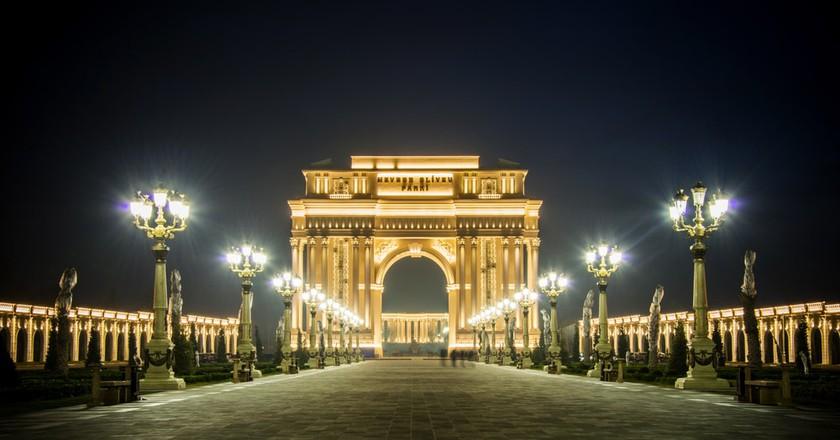 Arch de Triomph of Ganja Heydar Aliyev Park   © Elnur/Shutterstock