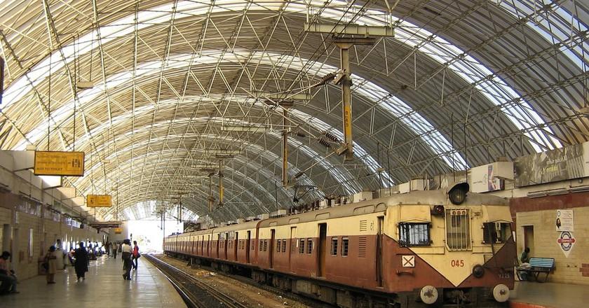 The Thirumylai (Mylapore) Railway Station in the Chennai MRTS elevated railway line | ©Srini G/Wiki Commons