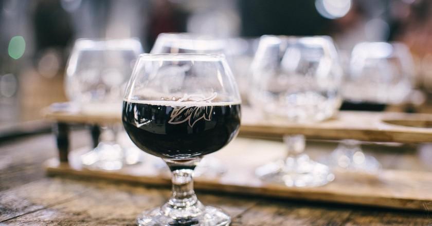 Dark Ale Unsplash   © Alice Donovan Rouse