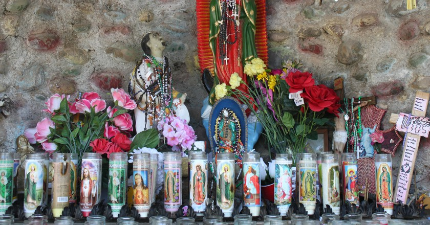 A statue of Juan Diego at the feet of the Virgin of Guadalupe │©  Fr James Bradley / flickr