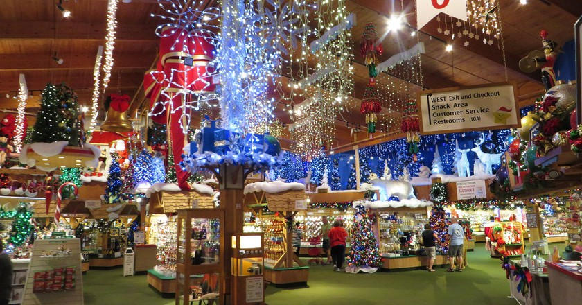 the worldu0027s largest christmas store is in frankenmuth michiganthe store sells over 50000