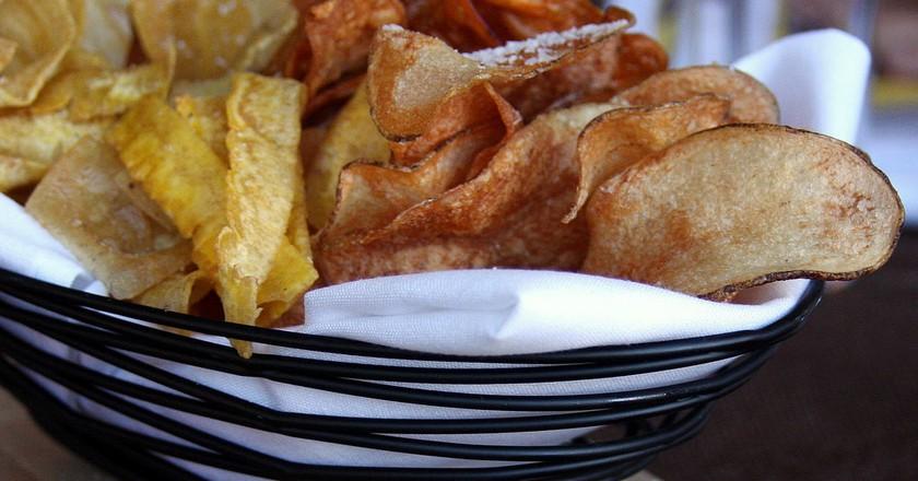 Fried plantain, yuca and sweet potato chips | © Dana Moos/Flickr