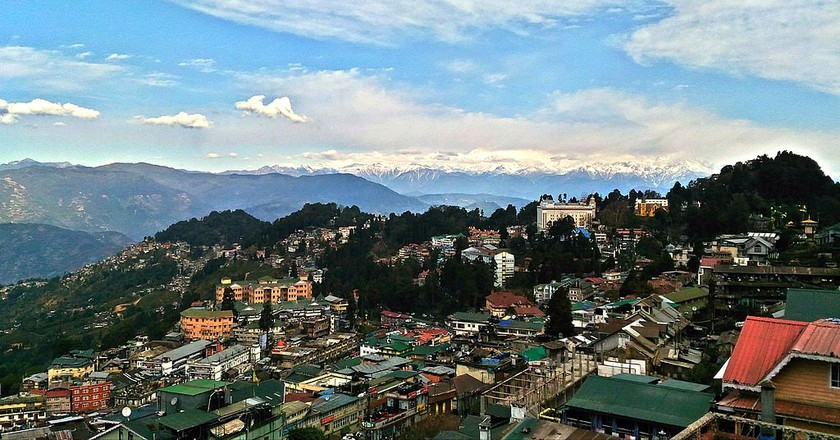 a guide to darjeeling the queen of hills in india