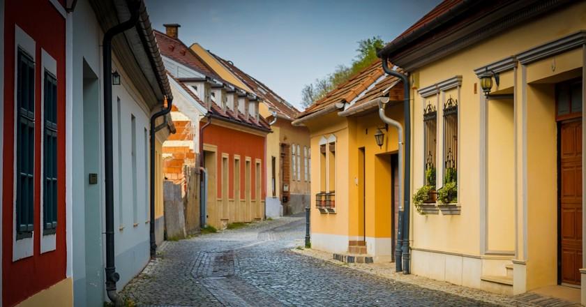 A quiet street in Esztergom, Hungary | © Pixabay