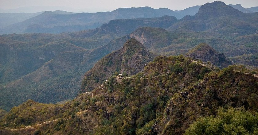The mountains of Pachmarhi seen from Chauragarh | © M Starlord/Wiki Commons