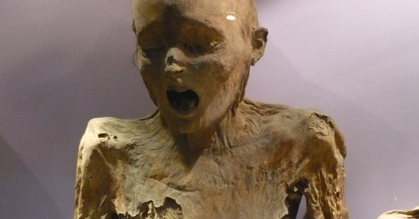 A mummy at the Mummy Museum | © César Landeros Soriano / WikiCommons