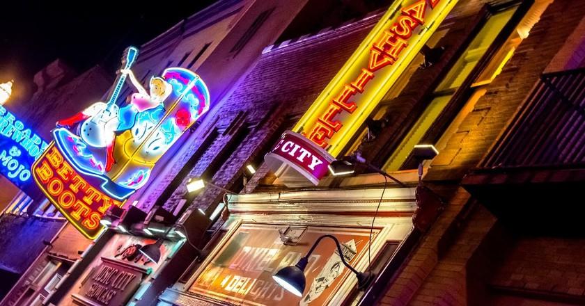 Downtown Nashville   © dconvertini/Flickr