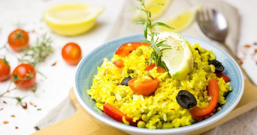 https://pixabay.com/en/paella-spain-pan-fry-up-rice-2428933/
