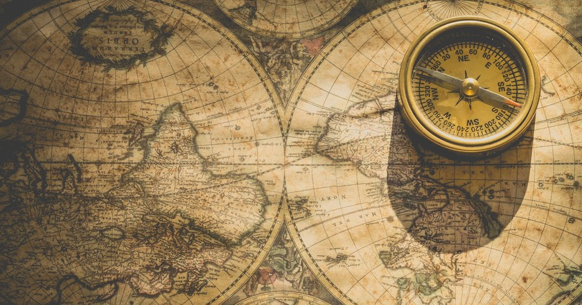 Compass and Map | © Ylanite Koppens / Pexels