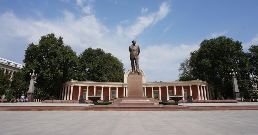 Statue of Heydar Aliyev in Ganja's main square   © Sam Bedford