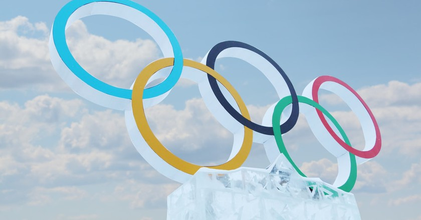 Blue sky and symbol of Olympic Games in Ice town
