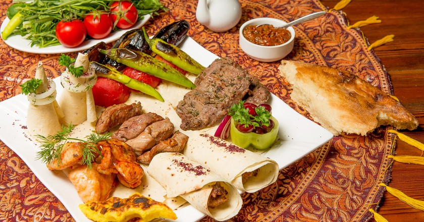 Azerbaijani cuisine with meat and vegetables | © Faig Aliyev/Shutterstock