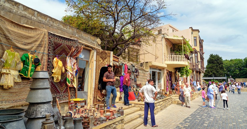 Tourists and sellers in Icheri Sheher | © Elena Odareeva/Shutterstock