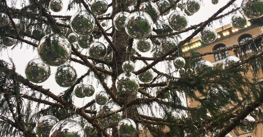 Spelacchio was decorated with over 600 silver baubles and 100,000 twinkly lights | © Emma Law