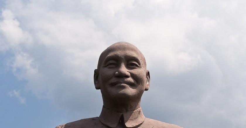 One of the many statues of Chiang Kai-shek | © Lian Chang / Wikimedia Commons