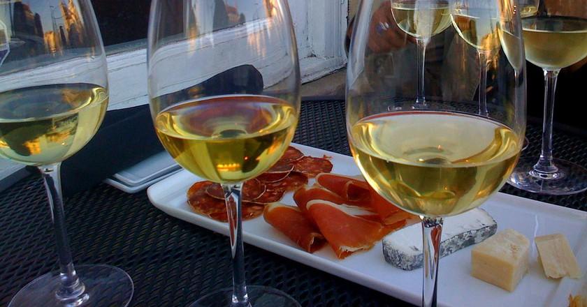 Wine tasting   © anokarina / Flickr
