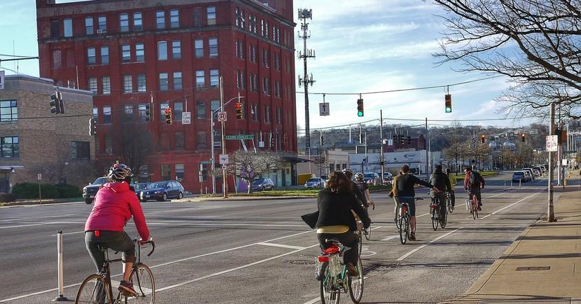 Cycling in Cincinnati | © 5chw4r7z / Flickr