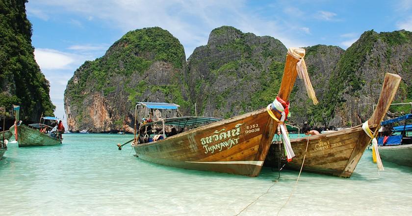 "<a href=""https://www.flickr.com/photos/30733371@N00/5413612931/"" rel=""noopener"" target=""_blank"">A trip to Thailand's stunning Maya Bay   © spotter_nl / Flickr</a>"
