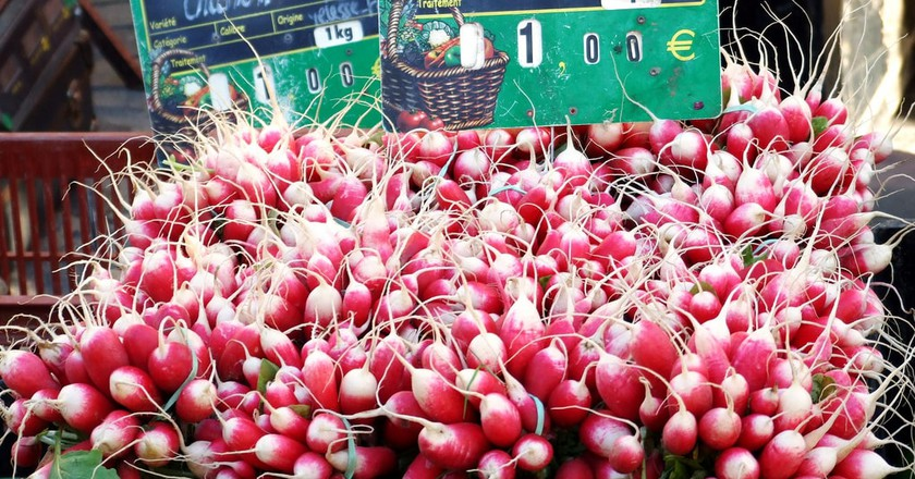 Radishes at the market | © jennicatpink / Flickr