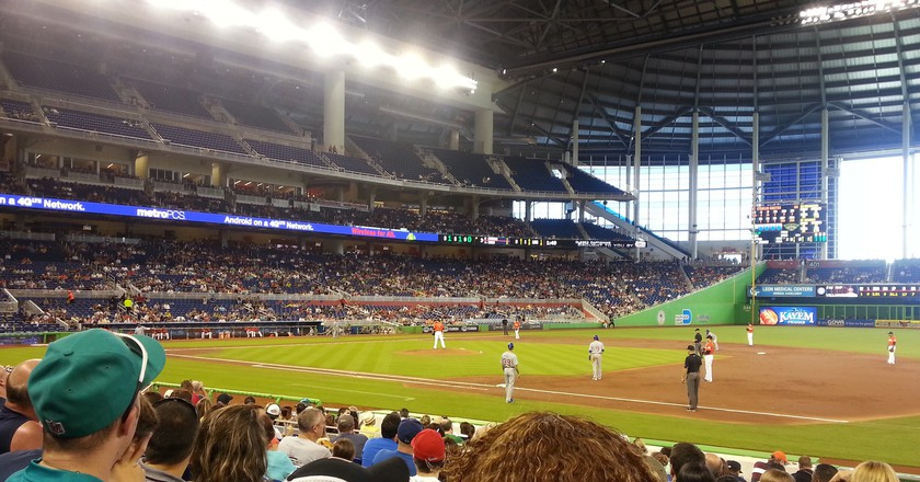 Fans watching the Miami Marlins play | © shelnew19 / Flickr