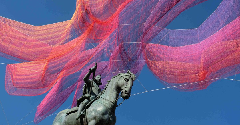 Janet Echelman's installation over Madrid's Plaza Mayor | @ Sara Houlison
