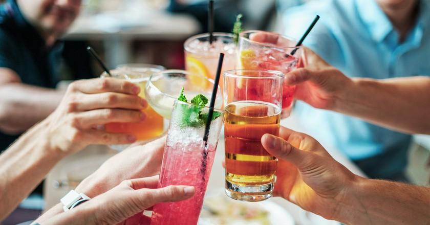 Social drinking | Public Domain \ Pixabay