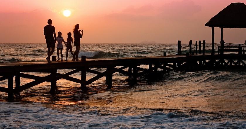 Family Walking on Pier  © Pixabay/Pexels