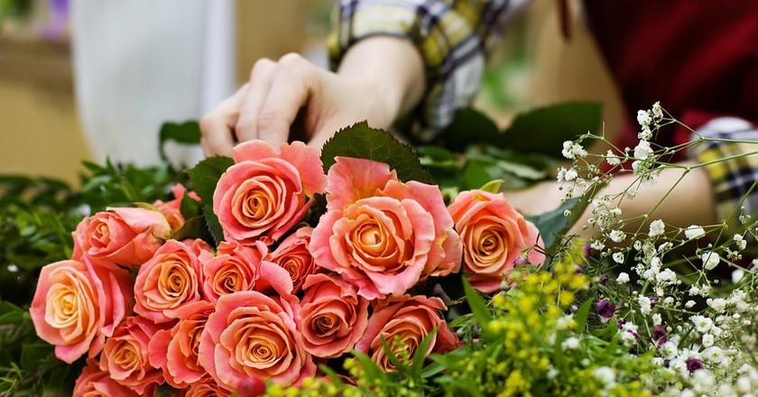 Florist Arranging a Bouquet | © nastya_gepp / Pixabay