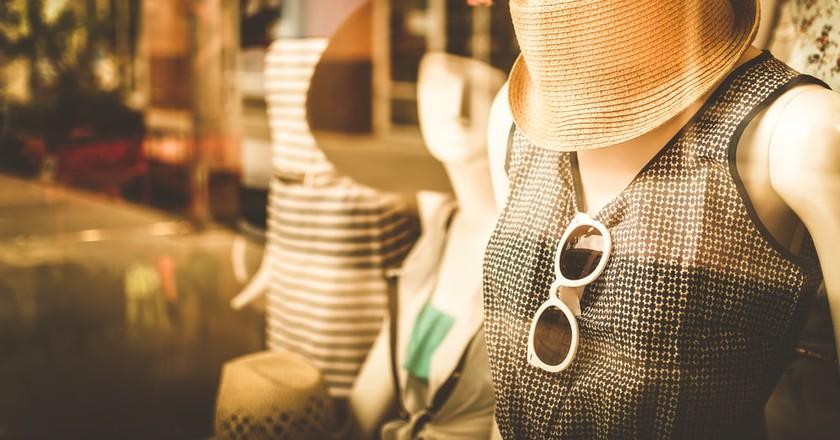 Boutique fashion © Itsra Sanprasert/Shutterstock