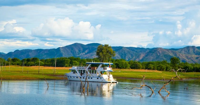 Houseboat on Lake Kariba |  © Lynn Y / Shutterstock