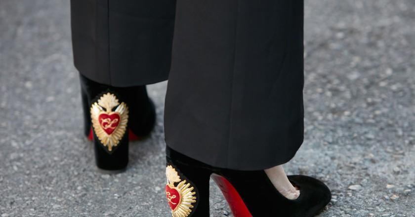 Black velvet Louboutin heels spotted during Milan Fashion Week 2017 | Shutterstock/andersphoto