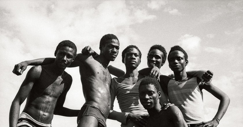 """À la Plage"" (1974)   © Malick Sidibé"