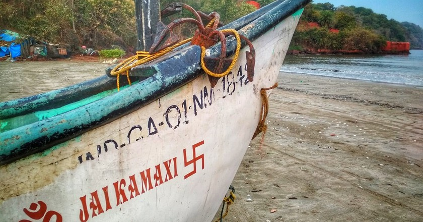 The swastika symbol painted on a fisherman's boat in India | © Lucy Plummer