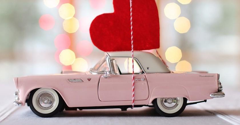 Vintage car and heart | (c) TerriC/Pixabay