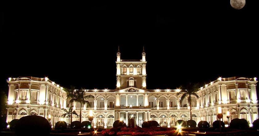 Palacio de los López at night | © Marco Bogarín / Wikimedia Commons