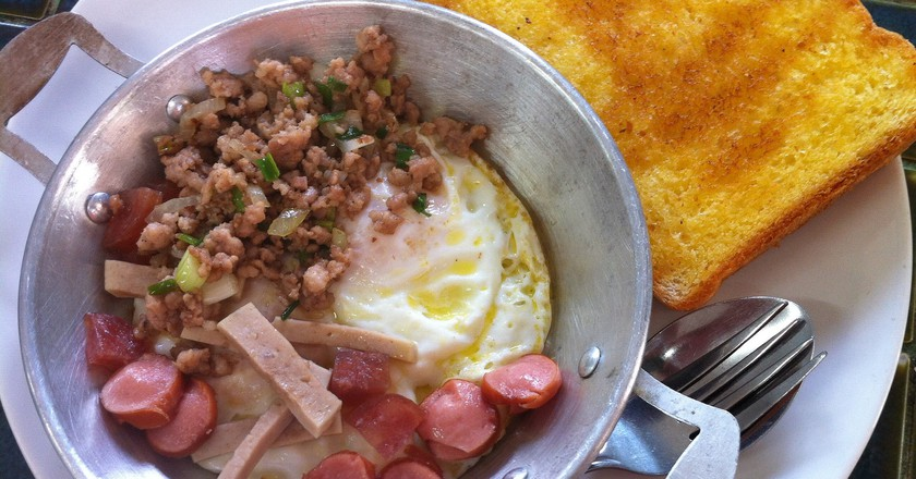 A hearty Thai breakfast of eggs and meat | © Theerawat Sangprakarn / Flickr