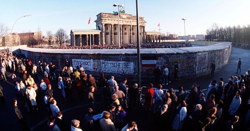 Brandenburg Gate on December 1, 1989 | © SSGT F. Lee Corkran / WikiCommons